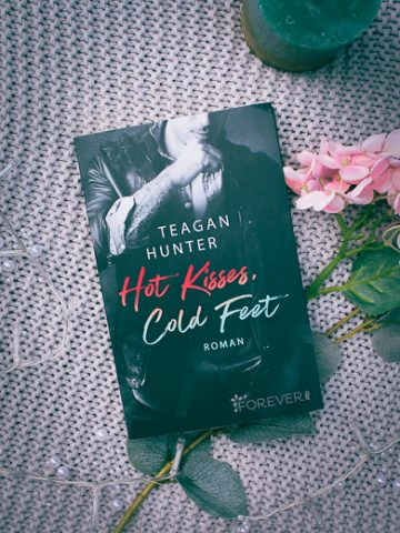 Buchcover zu Hot Kisses, Cold Feet von Teagan Hunter